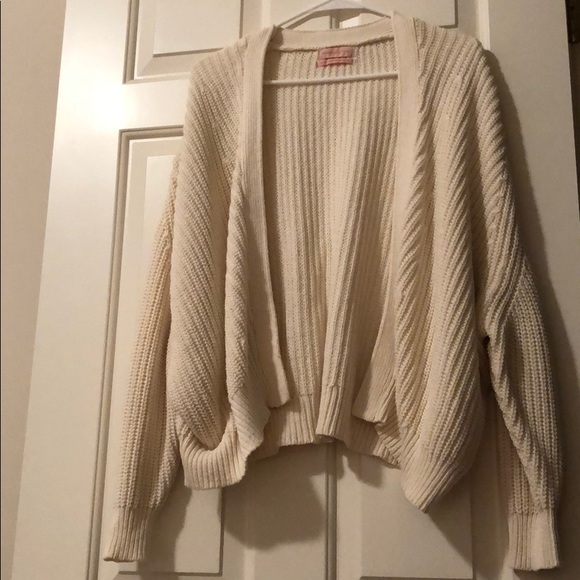 63bbf550fb Like New Urban Outfitters Cream Oversized Cardigan.  M 5b985c3fc2e9fe23dc311b8c